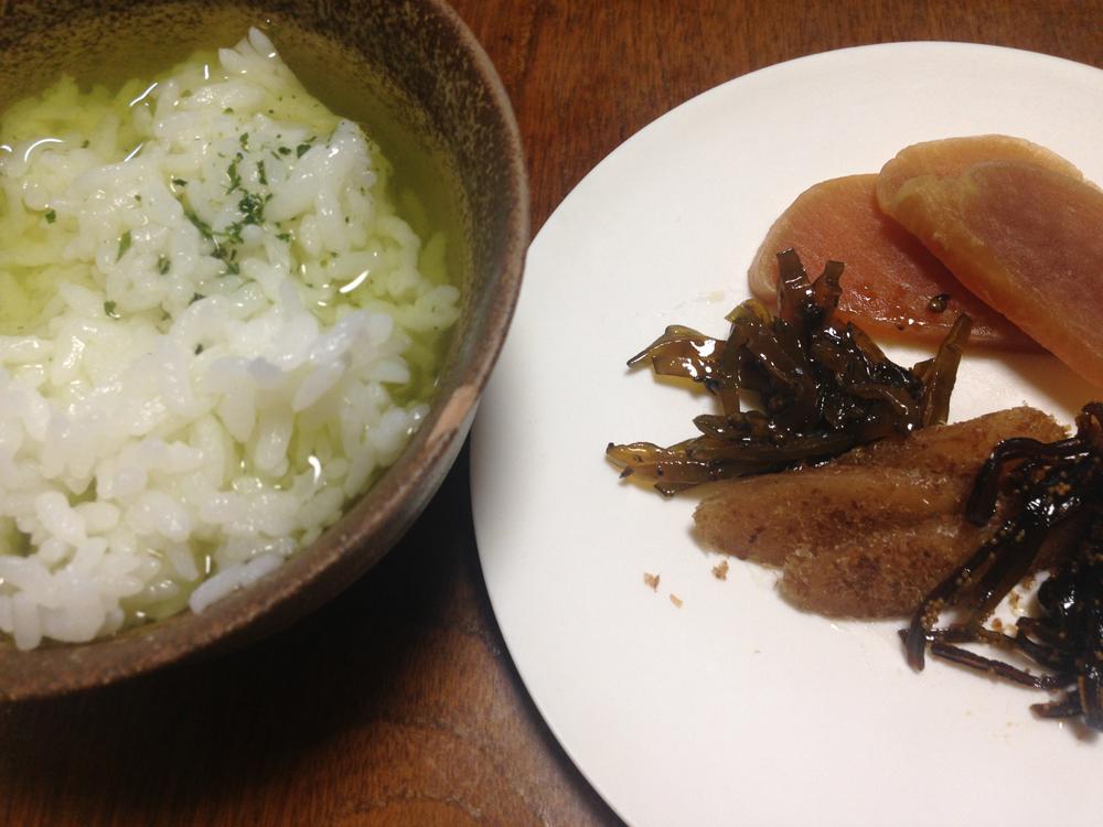 川勝總本家 (かわかつそうほんけ)の、「今昔沢庵 (こんじゃくたくあん)」でお茶漬けを。