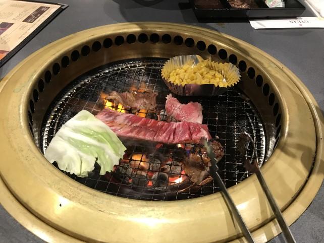 見た目は美味しそうな牛庵 長田店の焼き肉たち